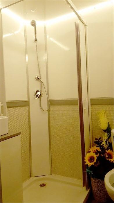 תא שירותים ומקלחות ניידות דגם קומבו
